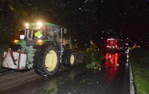 Bäume blockierten Straßen Ulka L211